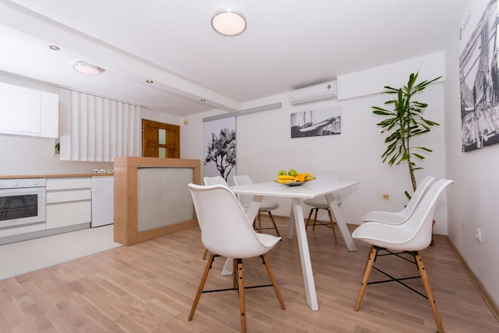 Two-bedroom apartment for up to 4 people, Vedran