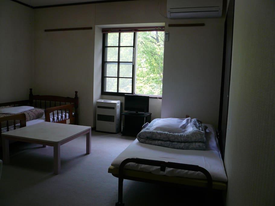お部屋の一例(シングルベッド×2)
