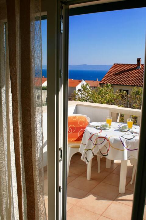 Nuevo apartamento estudio con vistas al mar