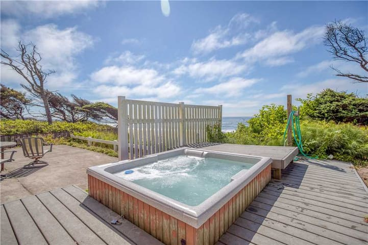 Oceanstream - Stunning Oceanfront with Private Beach Access, Bonus Room, & Hot Tub