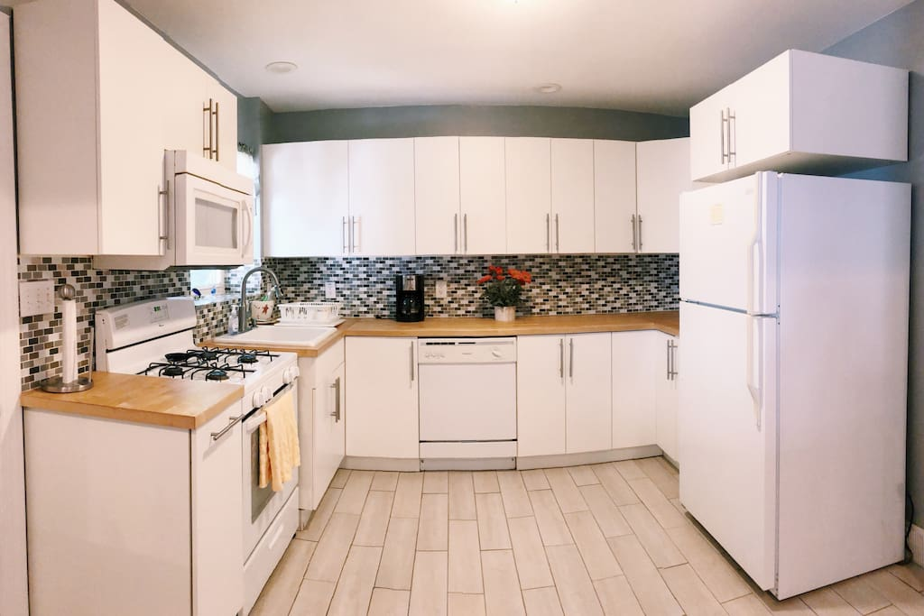 Spacious and clean kitchen!
