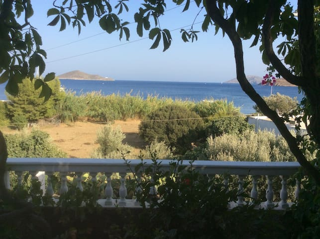 Fantastic view & private veranda! - Leros Island  - Appartement