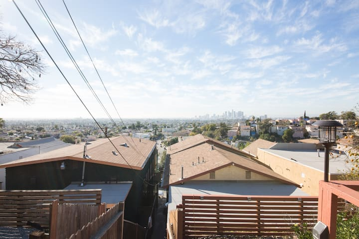 Private Deck with 180° City Views- DTLA Studio !!!