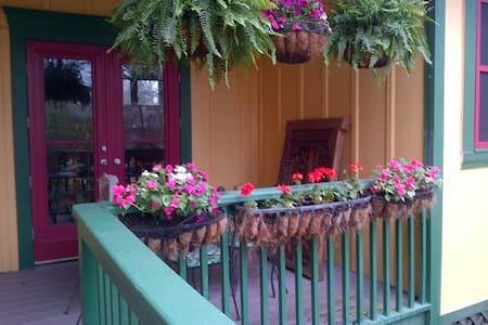 Main Street Guest House - Bastrop