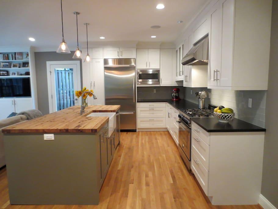 Hardwood floors; flatscreen TV