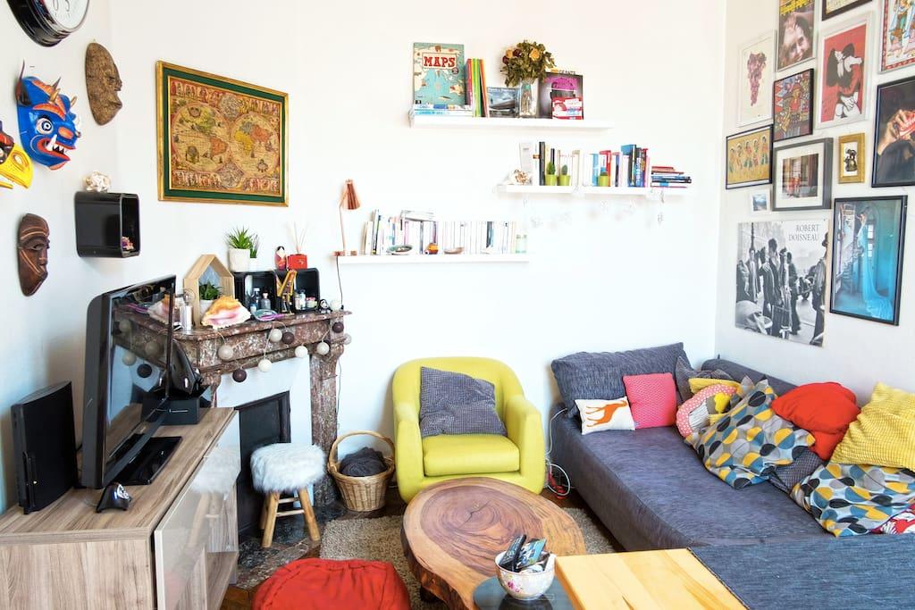 Le salon, avec la décoration exotique ramenée de notre tour du monde