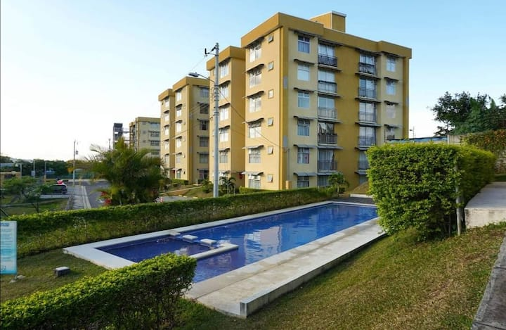 Apartamento en Condominio Fuente del Sol.