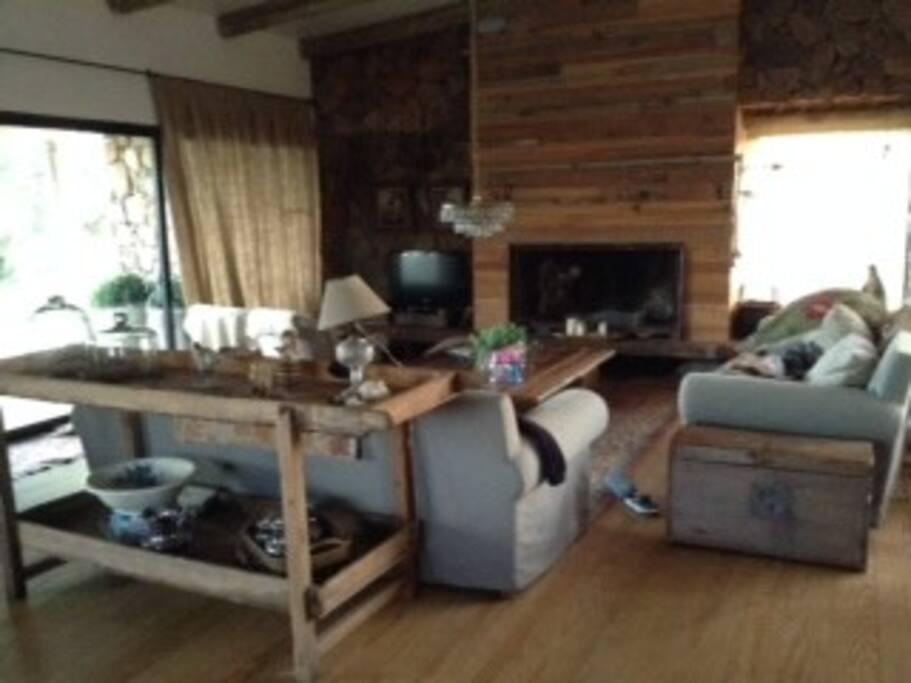 El living, con dos sillones muy comodos, y dos bergers  crea un ambiente muy relajante