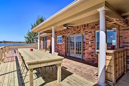 NEW! Lakefront Corsicana Home w/ Deck and Yard!