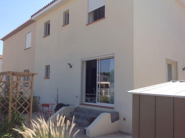 Maison avec extérieur - Néfiach - Casa