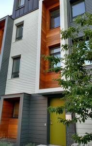 Urban oasis: 2 pvt rooms+guest bath - 波士顿 - 公寓