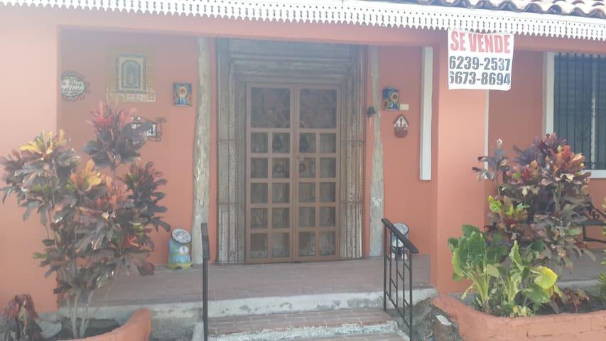 Alquilo Casa 5 minutos de la Playa Ensenada - Panamá - Dům
