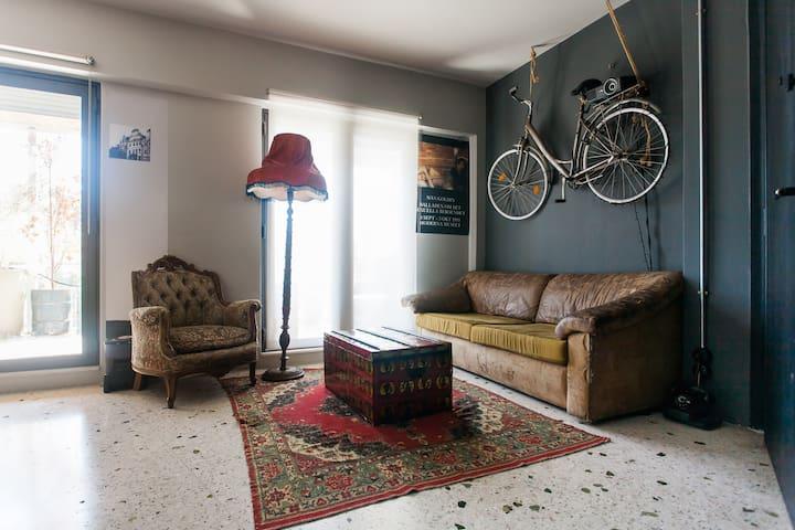 Hip downtown studio - Athina - Apartamento