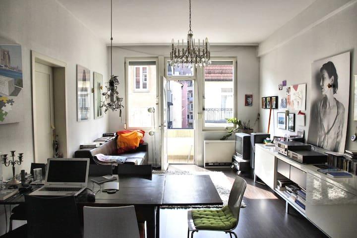 Für April große 3 Zimmer-Wohnung zu vermieten.