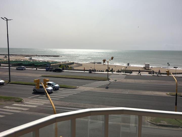 Maravilloso depto nuevo frente al mar