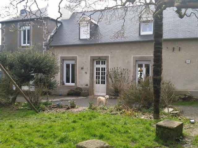 """Ti Va Zadou"" cottage house and 4 Ha garden."