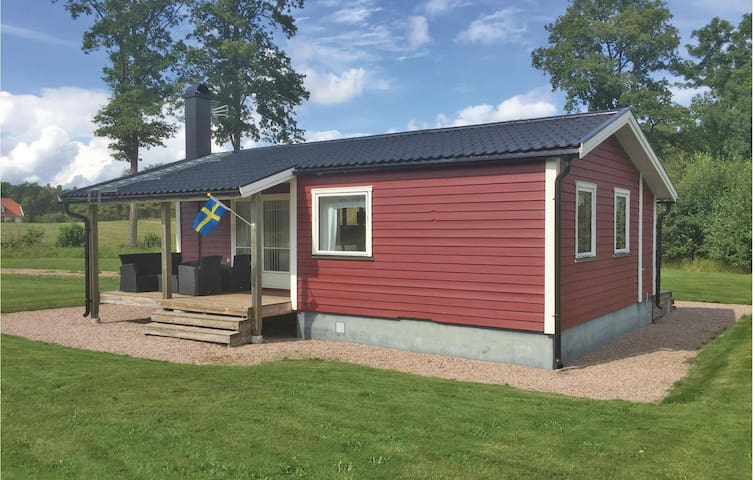 Holiday cottage with 2 bedrooms on 44m² in Bolmsö