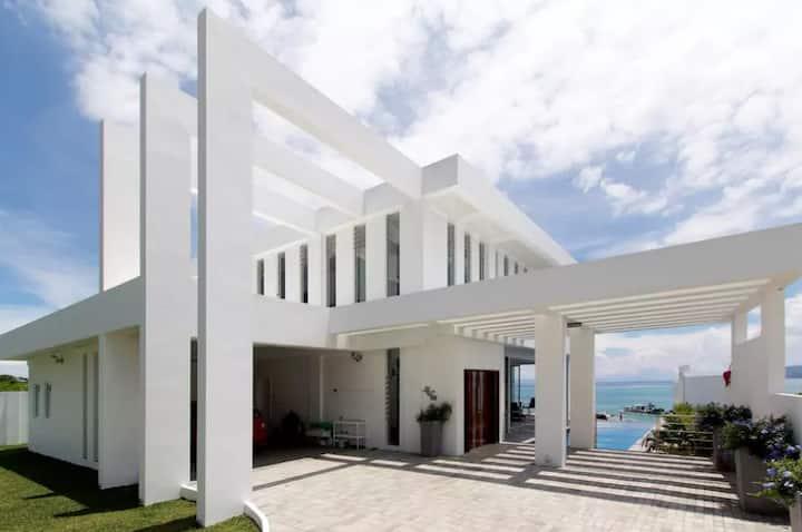 Luxury by the Sea 2 Rooms - Sleeps 4 Inc Breakfast