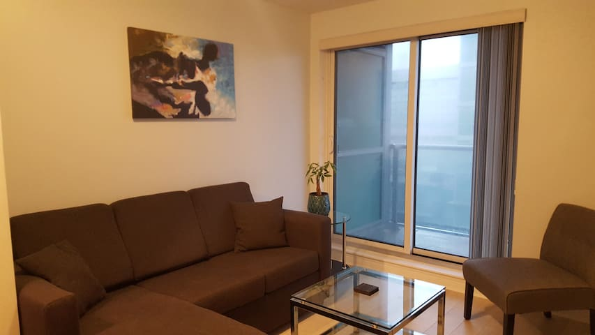 1 Bedroom Suite with Parking and Large Balcony - Toronto - Apto. en complejo residencial