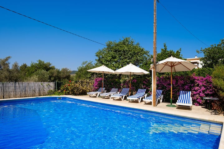 Beautiful Country House with Pool, Wi-Fi, Garden and Terrace; Parking Available