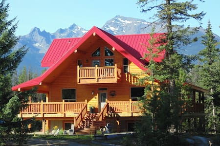 TimberWolf Mountain Lodge-Mt.Robson Suite