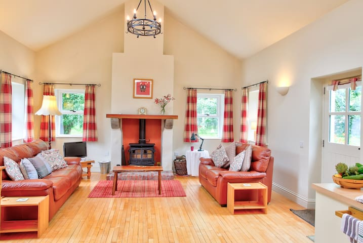 Apple Cottage, cosy rural retreat
