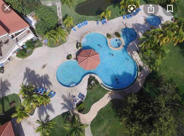 *POOL IS OPEN!* WATERVIEW VILLA~BALCONY~AC~WIFI~TV