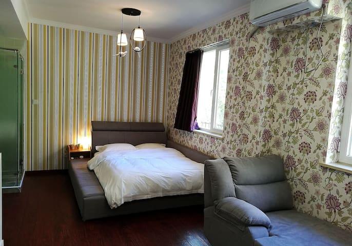 大床房每间客房都有不一样的壁纸惊喜,今天是哪一种呢?