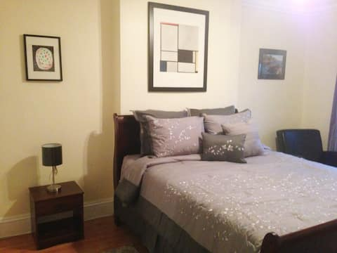 Convenient LIC Brownstone