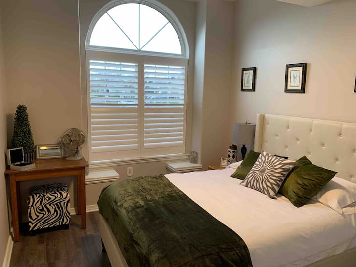 B Suite 1 – Stylish House On Park, Near Airport