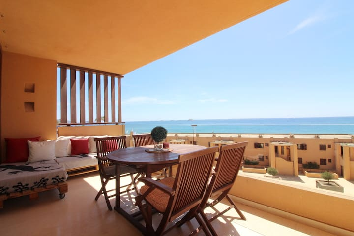 Beachfront apartment - Playa d'en Bossa