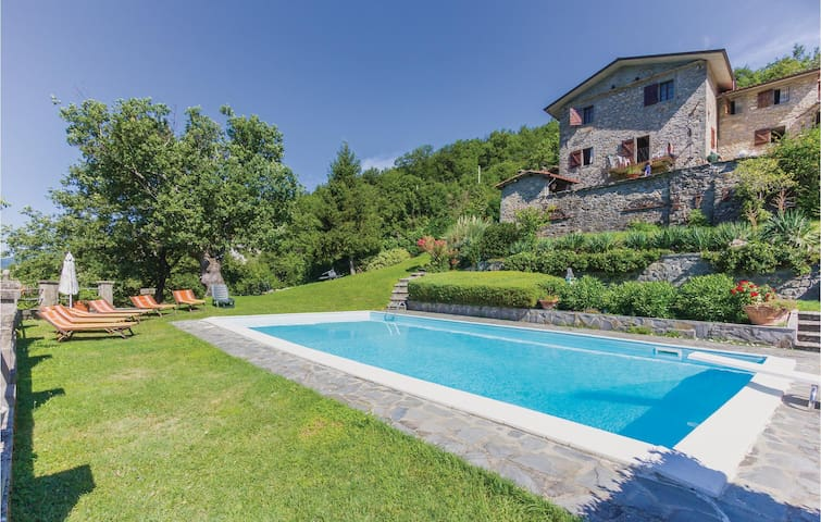 Semi-Detached with 3 bedrooms on 100m² in Comano -MS-