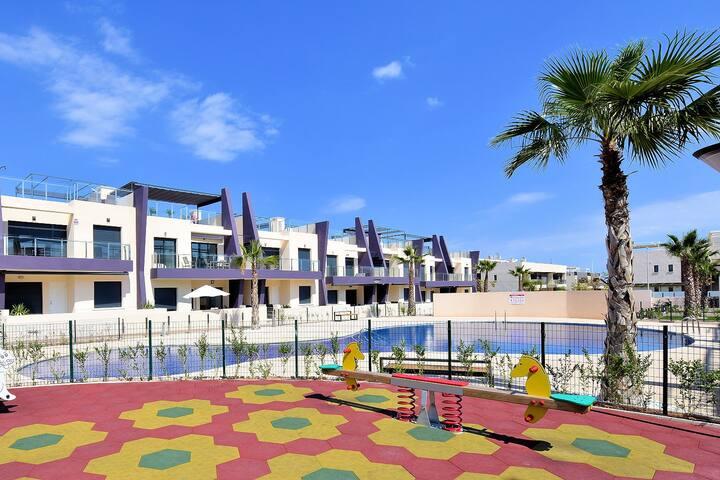 Luxury top floor bungalow, 5 min walking to beach