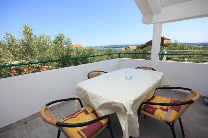 One bedroom apartment with terrace and sea view Kraj (Pašman) (A-8213-b)