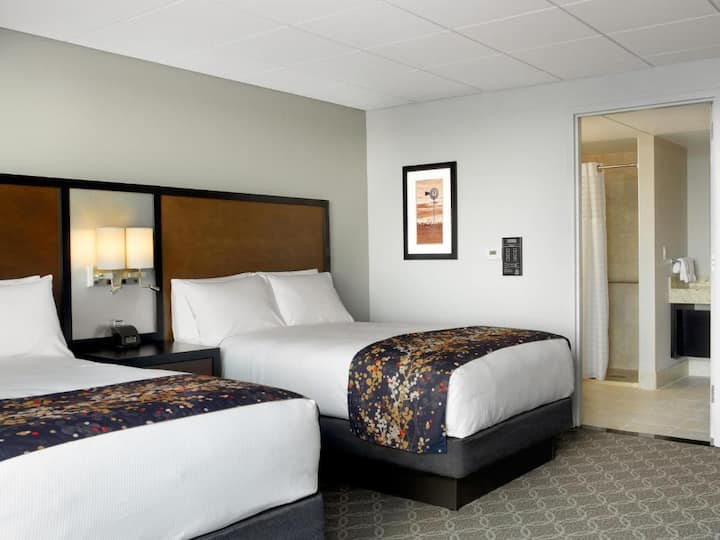 Awesome Double Two Double Beds At Cedar Rapids
