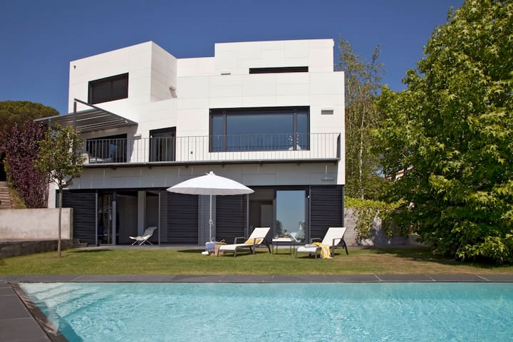 Amazing designed House with swimming Pool