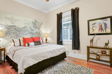 Charming Downtown Apartment - Wilmington
