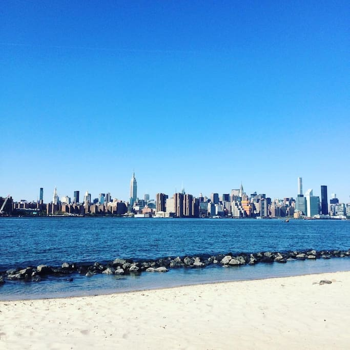 View from East River Park (only 4 blocks away)
