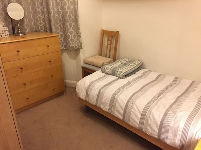 Large single room recently decorated