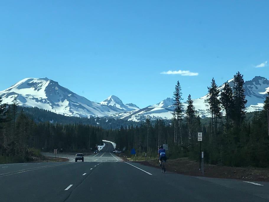 Fantastic mountain views along the Cascade Lakes highway