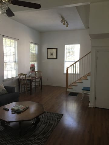Spacious & Convenient 2 Bed in Garden District