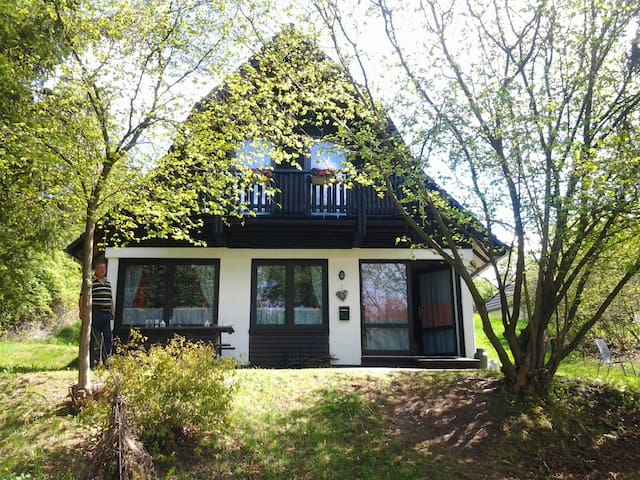 Huis inclusief natuur, rust, ruimte - Frankenau - Hus