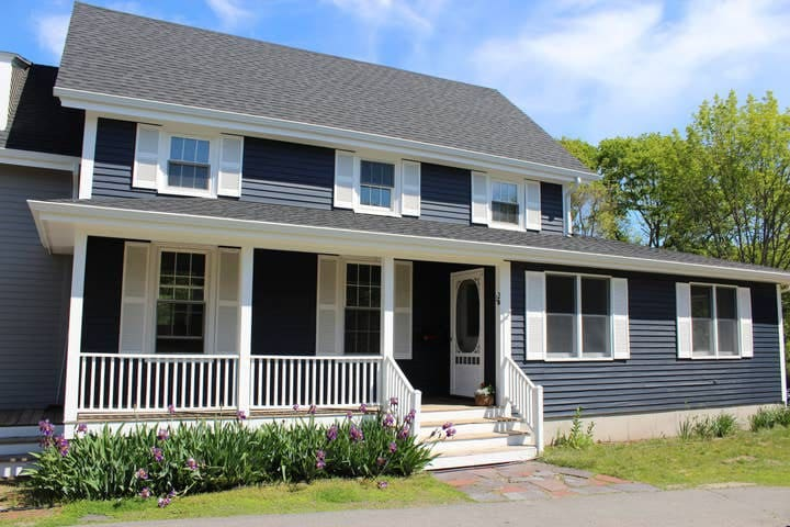 Charming Farmhouse in Town Center, Cape Elizabeth