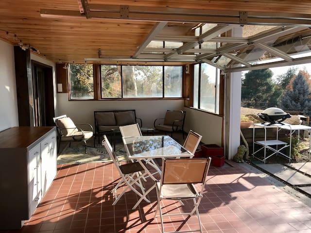 Quiet & Spacious Foothills Retreat