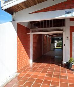 Tranquilidade, conforto  perto/centro  Fc. Beltrão
