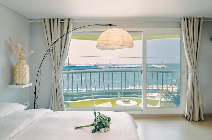 달빛아래 하나 😇리뉴얼 오픈 -탁트인 바다 전망/공항10분/이호테우 해변/일몰 명소