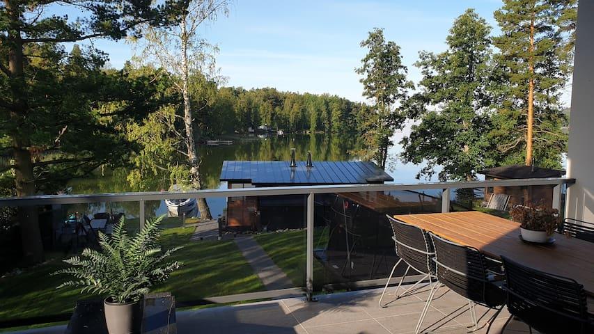 Modern luxury villa by the lake! jacuzzi and sauna