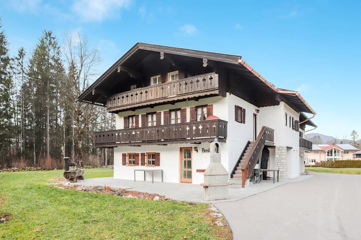 "Cosy Apartment ""Königssee"" with Garden & Mountain View; Dogs Allowed, Parking Available"