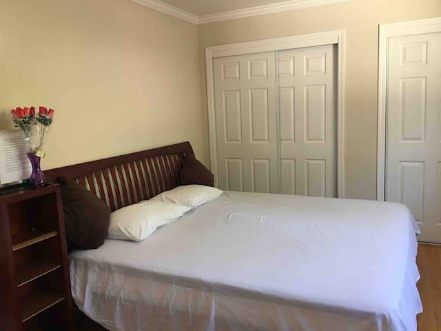 舒适的独立主卧comfortable independent master bedroom