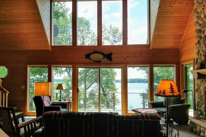 Mia's Black Dog Lodge, on beautiful Big Chetac